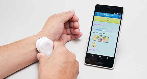 Photo:Kyocera's carbohydrate monitoring system displays data on the user's smartphone